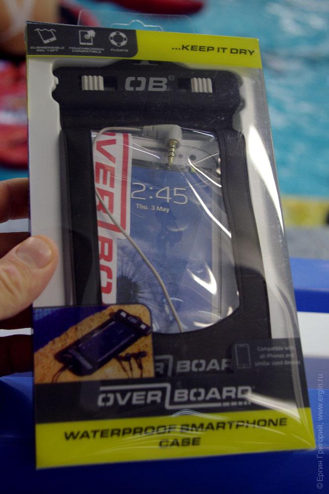 Защитный чехол с аудиоразъемом от фирмы OverBoard для смартфона, сравнение с чехлом от Aquapac